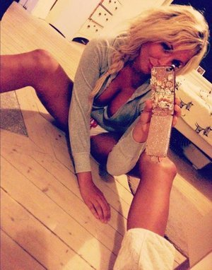 Mirtha from Pennsylvania is looking for adult webcam chat